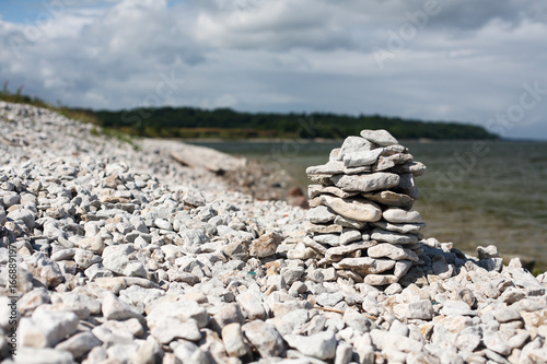 Foto op Plexiglas Stenen in het Zand Pyramid of stones on the beach