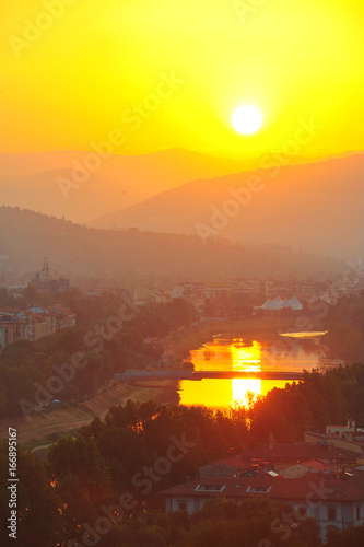 Tuinposter Geel Florence sunrise.