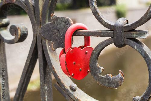 Foto op Plexiglas Kiev Love lock with free place.