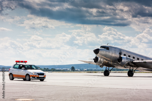 Juliste Retro airplane moving to follow me car