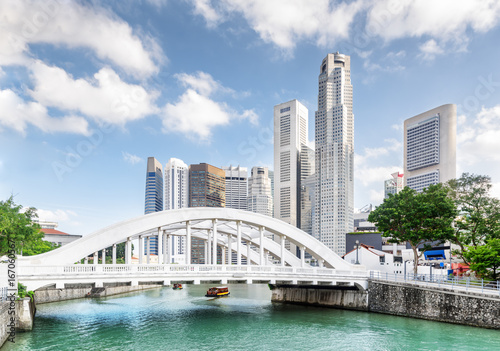 Wall mural Wonderful view of scenic white bridge over the Singapore River