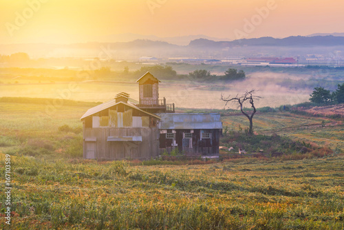 Tuinposter Ochtendgloren Sunrise of Farmhouse in the Korea countryside. Anseong farmland South Kore