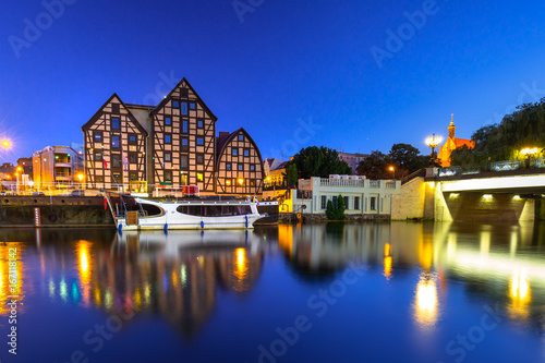 Zdjęcia na płótnie, fototapety na wymiar, obrazy na ścianę : Bridge in Bydgoszcz city over Brda river at night, Poland