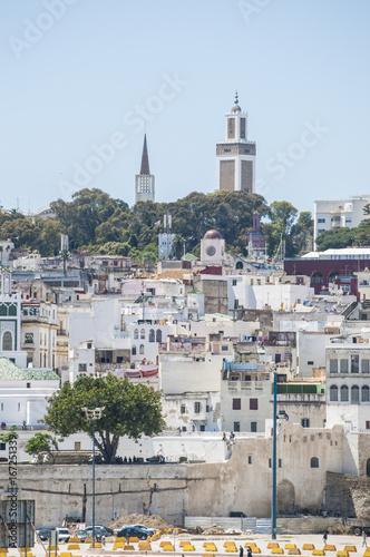 Foto op Plexiglas Marokko Marocco: porto e skyline di Tangeri, città marocchina sulla costa del Maghreb all'entrata occidentale dello stretto di Gibilterra, dove il Mar Mediterraneo incontra l'Oceano Atlantico