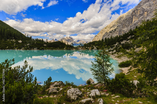 Poster Lago di Sorapiss with amazing  turquoise color of water. The mountain lake in Dolomite Alps. Italy