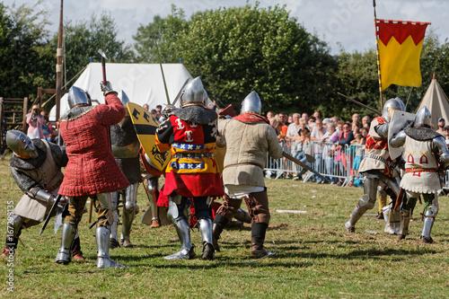Au XVème siècle, soldats français contre armée anglaise à la bataille d'Azincour Poster