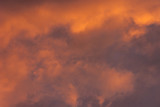ciel nuageux le soir avant l'orage