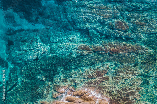 Foto op Aluminium Tropical strand Aerial view of the tropical sea and the rock