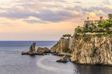 Krajobraz wybrzeża Sycylii na wysokości miasta tahormina