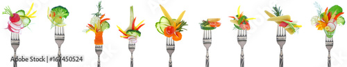 Spoed canvasdoek 2cm dik Verse groenten Variety of fresh vegetables on forks - white background