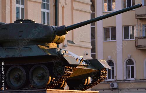 Stary pancerz radzieckiego czołgu II wojny światowej.