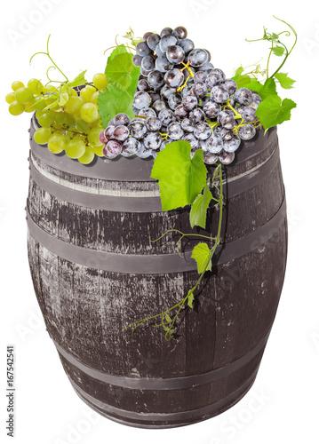 raisin et vigne sur tonneau  - 167542541