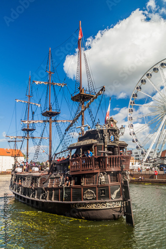 Aluminium Schip GDANSK, POLAND - SEPTEMBER 2, 2016: Pirate ship on Motlawa river in Gdansk, Poland