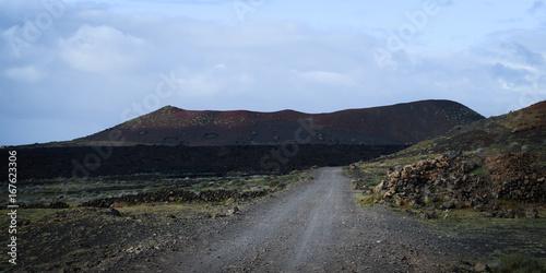 Deurstickers Blauwe hemel Vulkanlandschaft auf Lanzarote