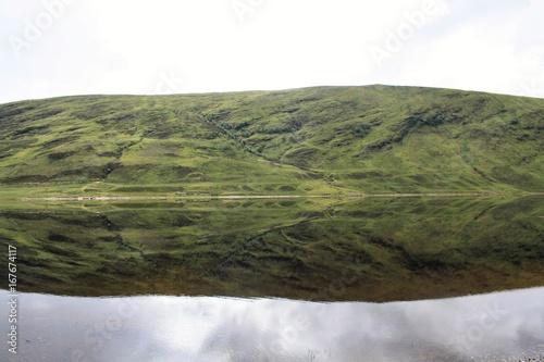 Montagne et son reflet