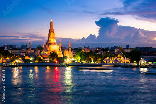 Foto op Plexiglas Bangkok Wat Arun after finished renovation in July 2017. Wat Arun is one of famous Landmark of Bangkok.