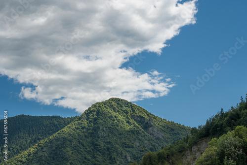 Foto op Canvas Donkergrijs paesaggio di montagna