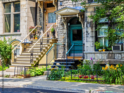 Papiers peints Canada Typical Montreal neighborhood street with staircases