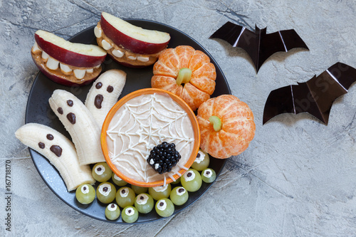 Healthy Fruit Halloween Treats. Banana Ghosts and Clementine Orange Pumpkins, Apple Monster Mounts and Spider Web