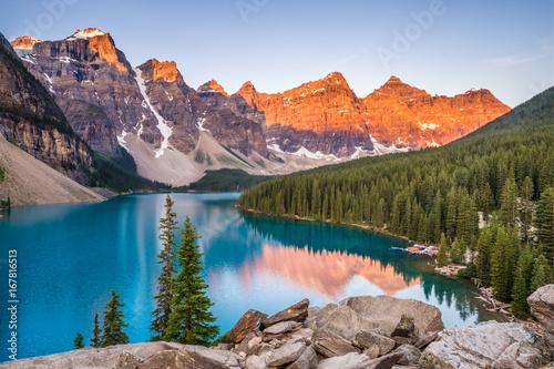 Fotobehang Canada Moraine Lake Sunrise