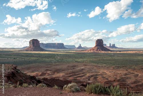 Foto op Plexiglas Pool Tramonto nella Monument Valley, USA.
