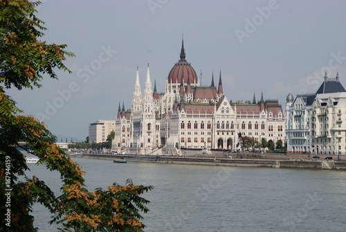 Budapest, le Parlement avec le Danube