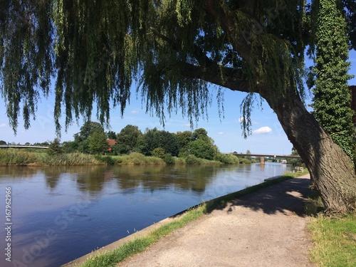 Wanderweg am Fluss