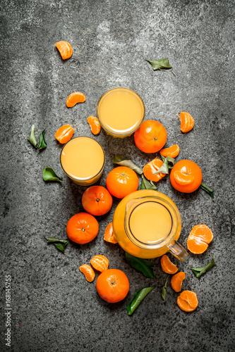 Fotobehang Sap The fresh juice of tangerines.