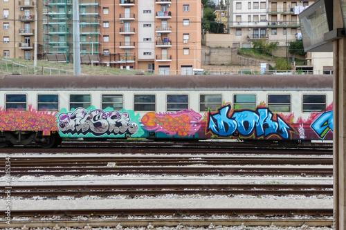 Papiers peints Graffiti Art Crime - Caltanissetta Central Station, Sicily