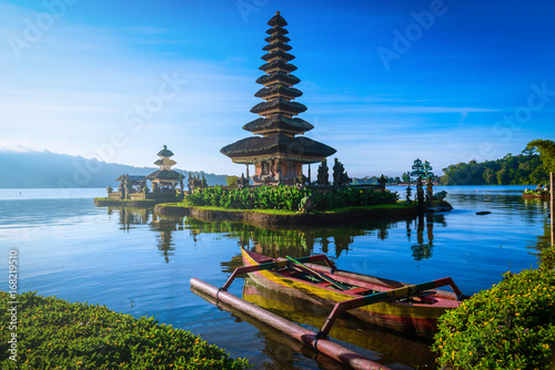 Plexiglas Bali Pura Ulun Danu Bratan, Hindu temple with boat on Bratan lake landscape at sunrise in Bali, Indonesia.