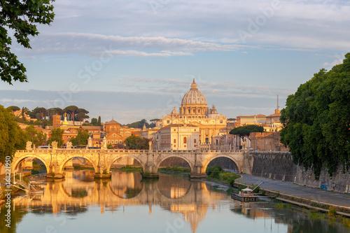 Papiers peints Rome Rome. Saint Peter's Cathedral at dawn.