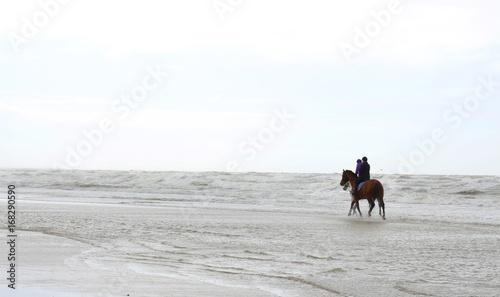 Deurstickers Noordzee Reiten an der Nordsee