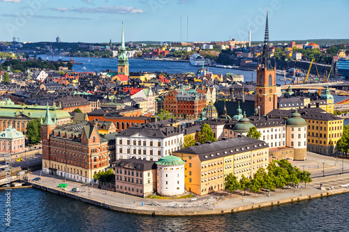 In de dag Stockholm Old Town (Gamla Stan) of Stockholm, Sweden. Aerial view on city skyline on Riddarholmen island