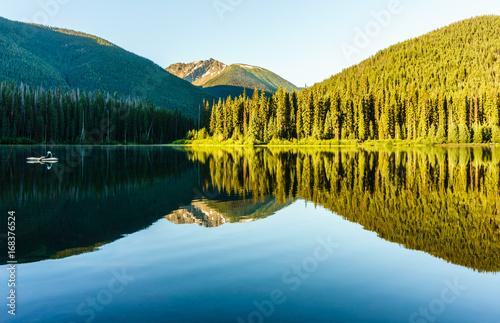 Aluminium Zomer Mountain lake in mountains at sunny day British Columbia Canada.