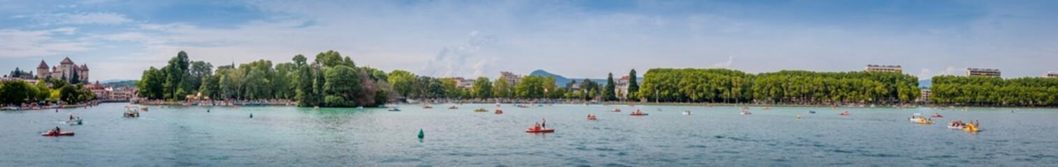 Panorama d'Annecy vu du lac