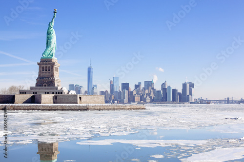Foto op Aluminium New York The city is frozen but the Statue of Liberty stands tall. Polar vortex, climate change.