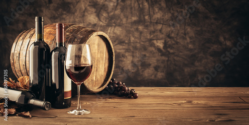 Traditional winemaking and wine tasting - 168497305