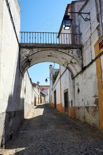 Fotobehang Smalle straatjes Rua de Évora, Portugal