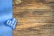 Herz Stoff Blau Kariert auf Holz Hintergrund Rustikal mit Textfreiraum