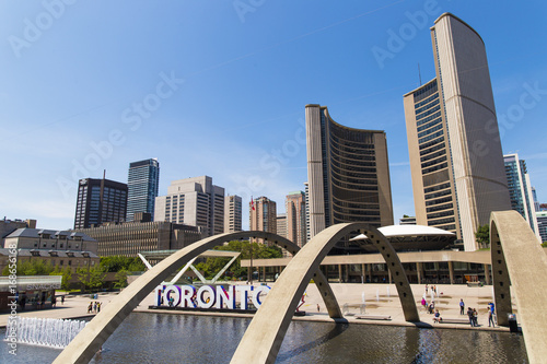 Plexiglas Toronto Nathan Phillips Square on Sunny Day in Toronto, Ontario, Canada