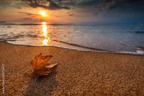Papiers peints Morning Glory Beautiful sunrise over the sea