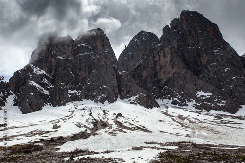 Papiers peints Gris traffic High snowy mountains, nature landscape. Dolomites Alps