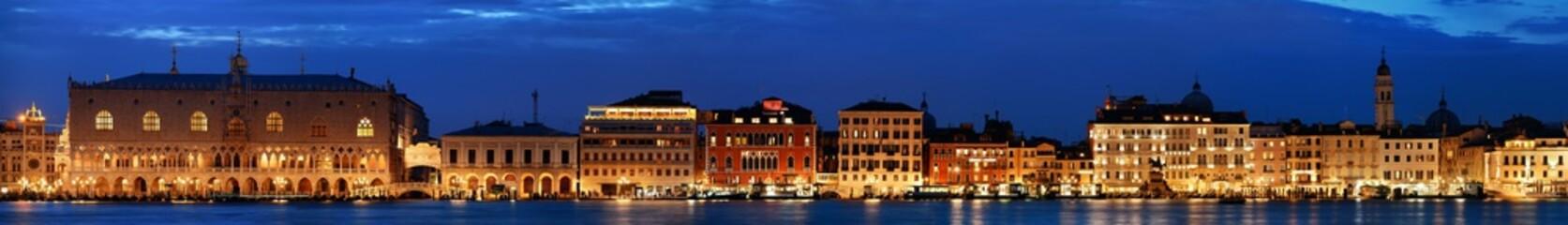 Wenecja panorama nocą