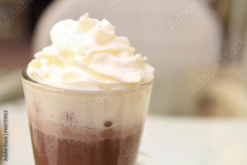 Foto op Plexiglas Chocolade Drinking cocoa. Restaurant in summer