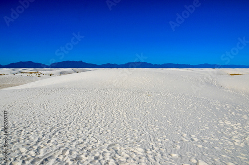 Foto op Aluminium Donkerblauw White Sands National Monument: White New Desert Desert