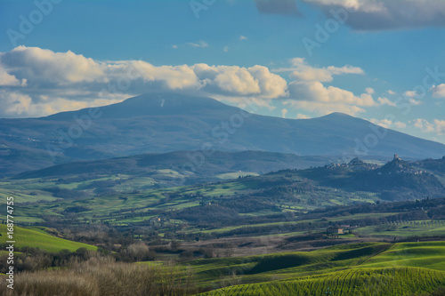 Aluminium Blauwe jeans Colorful nature in the Tuscan countryside in the province of Siena