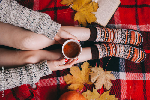 Aluminium Chocolade autumn concept . flat lay,wooman holding tea cup