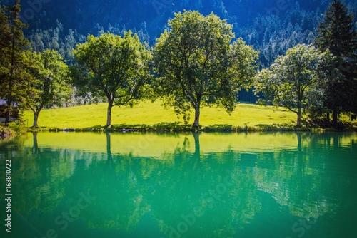 Fotobehang Natuur Scenic Turquoise Lake Place