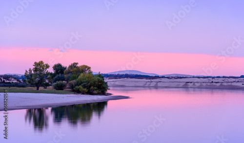Papiers peints Lilas smooth lake in sunset