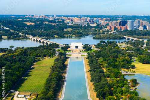 Aerial view of the Abraham Lincoln memorial, Washington DC, USA Poster